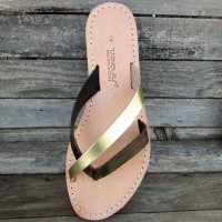 Criss-Cross Flip Flops Without Seams