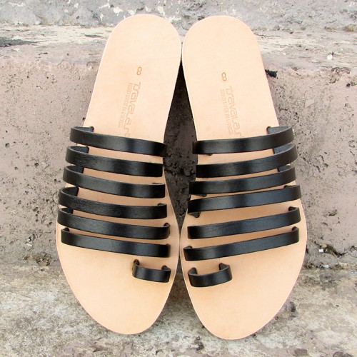 Strappy Sandals with Toe Ring in Monochrome
